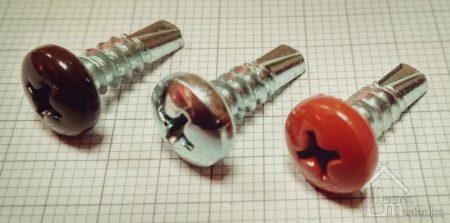 4,8x19 mm színes D-fejű kereszthornyos csavar fém tartószerkezethez